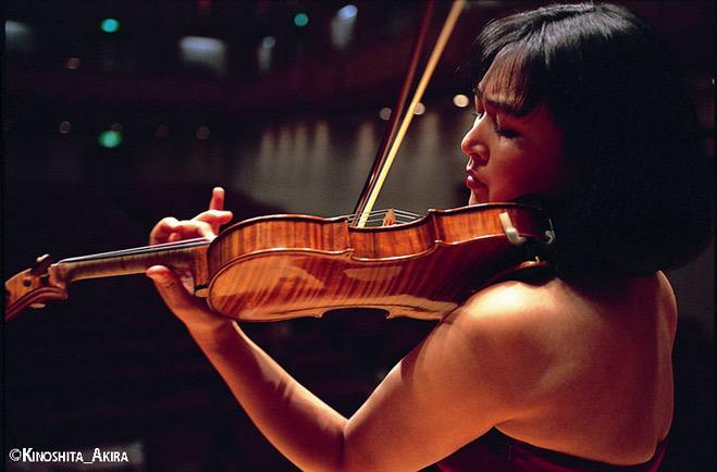 1993年エリザベート王妃国際音楽コンクール優勝。第54回日本音楽コンクール第1位。 日本の主要オーケストラ、モスクワフィル、スウェーデン放送響、ハレ管、ロンドンフィル、ドイツカンマーフィル、小澤征爾、シモノフ、カントロフ、ブーニン、フルネ、ベルティーニ、アルゲリッチ、アファナシェフ等と共演を重ねる。94年出光音楽賞、97 年ニューヨーク・デビュー、T.コイリスから「ヴァイオリン協奏曲第2番」を献呈されコンセルトヘボウで初演、J.S.バッハやE.イザイの無伴奏全曲、エル=バシャと2枚目、他CD リリース多数。フェリス女学院大学教授、桐朋学園大学非常勤講師。